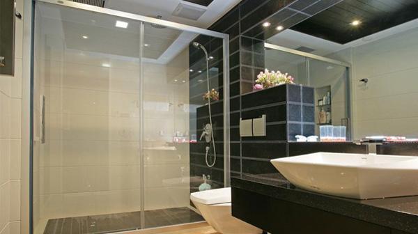 2 mẫu vách tắm kính đẹp sang trọng dành cho nhà biệt thự
