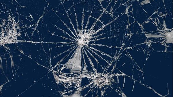 Mẹo sử dụng kính cường lực không gây tai nạn