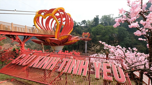 Trải nghiệm cây cầu bằng kính tại Việt Nam