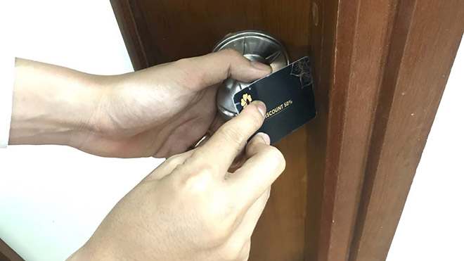 Cách mở khóa cửa tay nắm tròn cực kỳ đơn giản