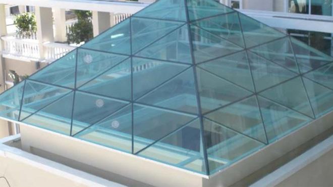 Kỹ thuật làm mái che giếng trời bằng kính cường lực